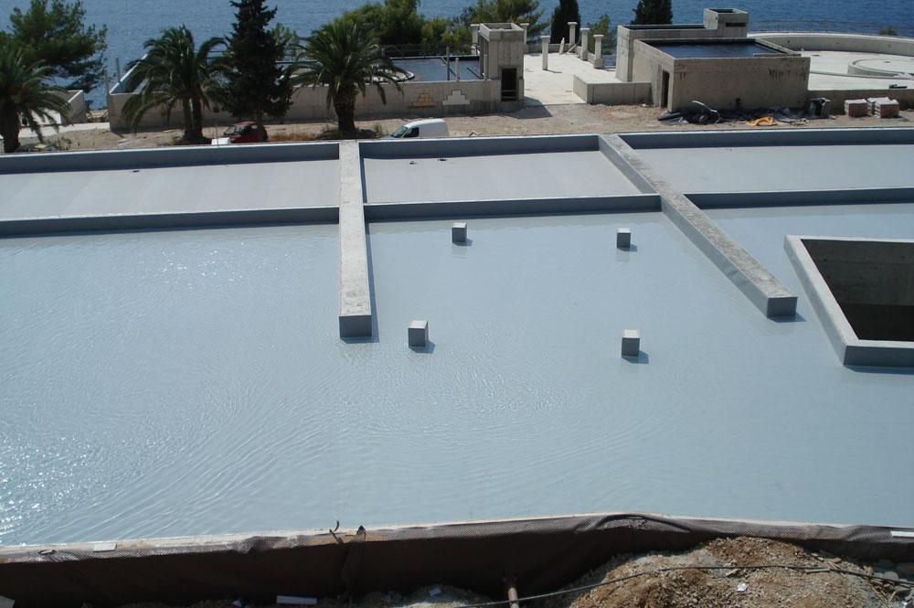 Položena hidroizolacijska membrana i ispitivanje nepropusnosti vodenom probom - zeleni krov iznad welnesa.